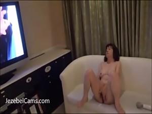 Japanese amateur wife masturbates her..