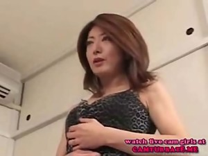 Asian Pretty mommy fucked by a horny..
