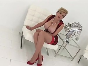 LADY SONIA tits or legs for you ?